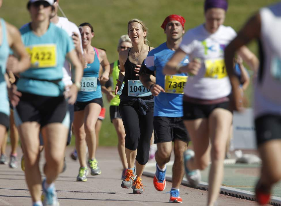 Half marathon participants approach the finish line. (TREVOR HAGAN/WINNIPEG FREE PRESS)