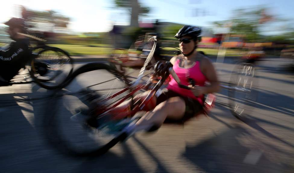 Wheelchair participants leave the start line. (TREVOR HAGAN/WINNIPEG FREE PRESS)