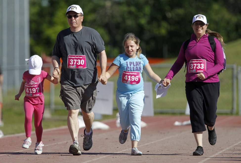 10K participants near the finish line. (TREVOR HAGAN/WINNIPEG FREE PRESS)
