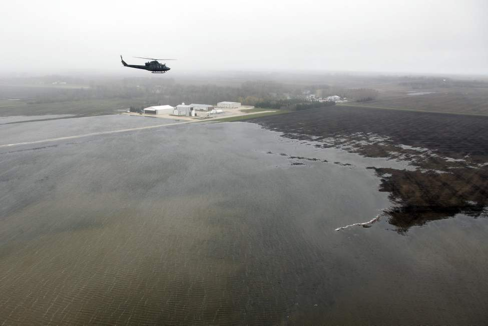 Prime Minister Stephen Harper flies over flooded farmland just south of Portage La Prairie, Manitoba on Wednesday, May 11, 2011. (THE CANADIAN PRESS/John Woods)