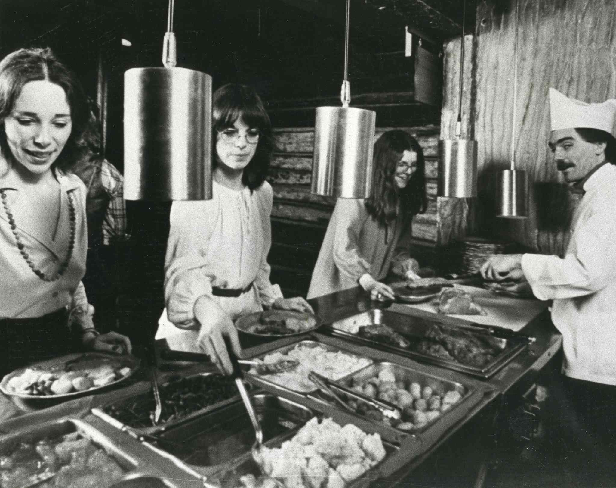 Mother Tucker's buffet, seen in 1980.  (Winnipeg Free Press files)