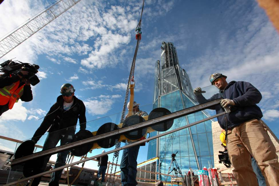 Building crews working on the Canadian Museum for Human Rights prepare to hoist the final piece of glass up to the Tower of Hope,  328 feet from the ground Wednesday morning.  (Ruth Bonneville/Winnipeg Free Press)