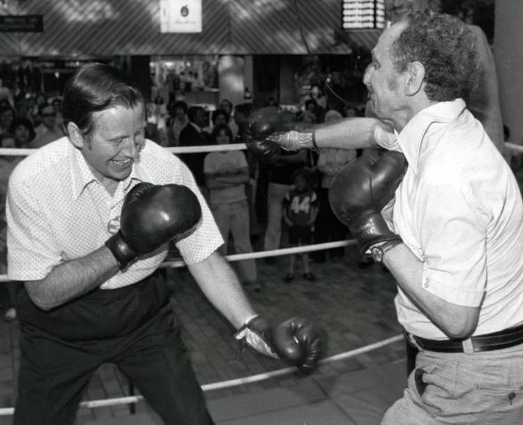 Bill Norrie settles a friendly dispute with Councillor Joe Zuken, 1979.
