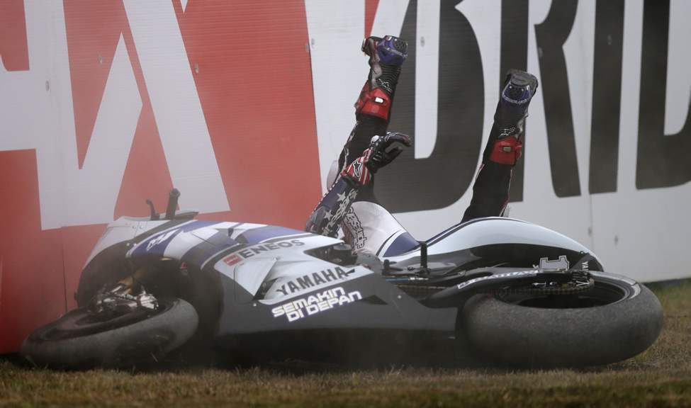 Ben Spies of the U.S. falls off his Yamaha during the MotoGP Grand Prix of Japan at Twin Ring Motegi circuit in Motegi, north of Tokyo, Sunday, Oct. 14, 2012.  (AP Photo/Shuji Kajiyama)