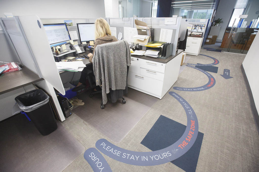 In May, 80 per cent of civil servants who worked from home spent six or more business days out of the office. Thirty-two per cent worked 12 to 15 days from home. (Mike Deal / Winnipeg Free Press files)