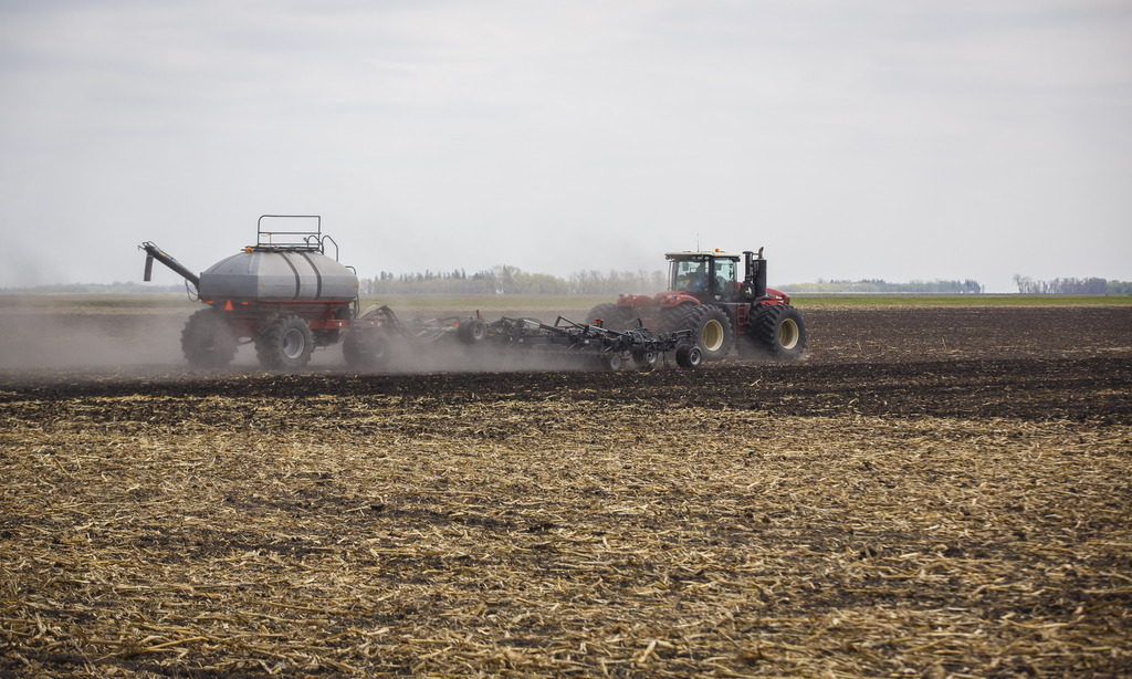 Of the 20,140 farmers working in the province in 2016, more than 50 per cent were 55 years of age and older. (Mike Deal / Winnipeg Free Press)