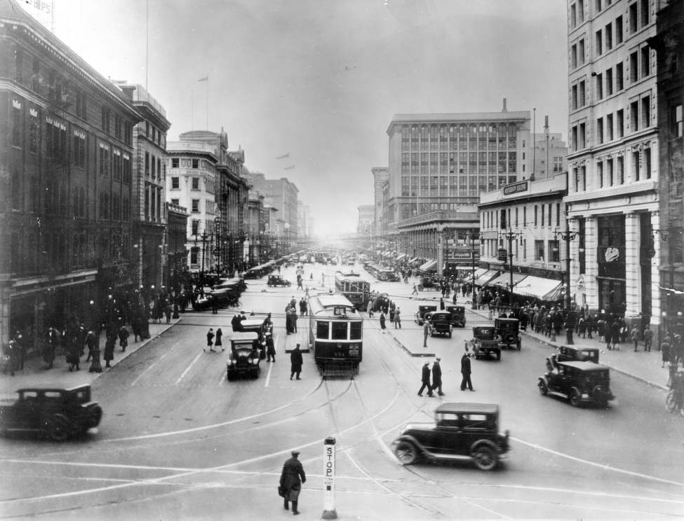 The view down Portage Avenue at Main Street, 1929. (Winnipeg Free Press Archives)