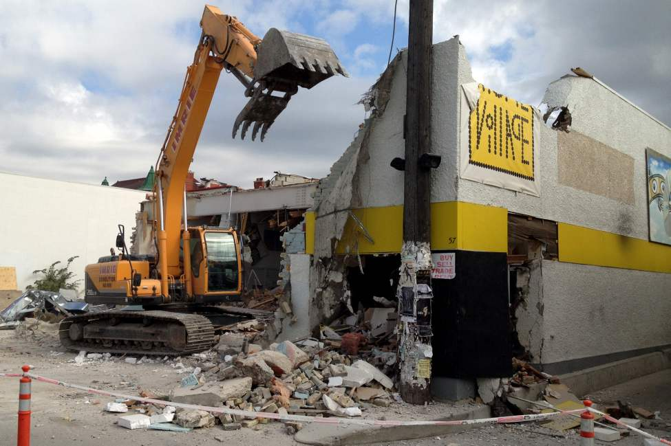 Crews demolish the Movie Village building in Osborne Village.  August 27, 2012  (BORIS MINKEVICH / WINNIPEG FREE PRESS)