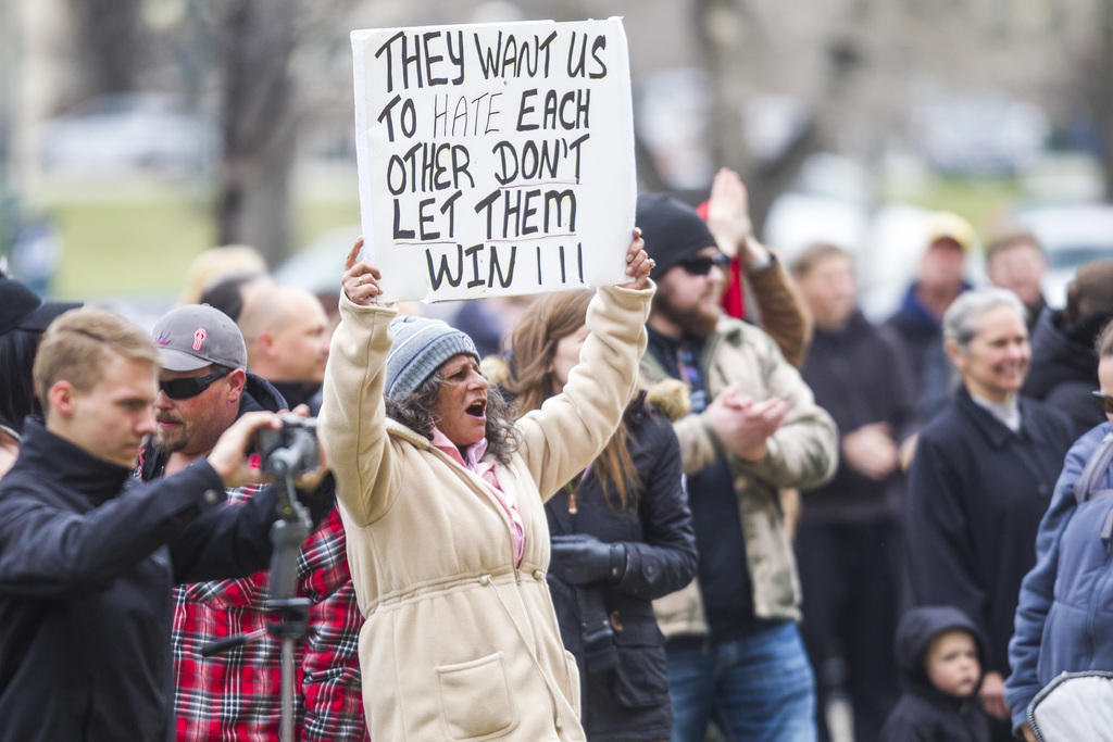 If protesters and the pandemic deniers could witness first-hand the suffering of patients in ICUs, they might have a different perspective. (Mikaela MacKenzie / Winnipeg Free Press files)