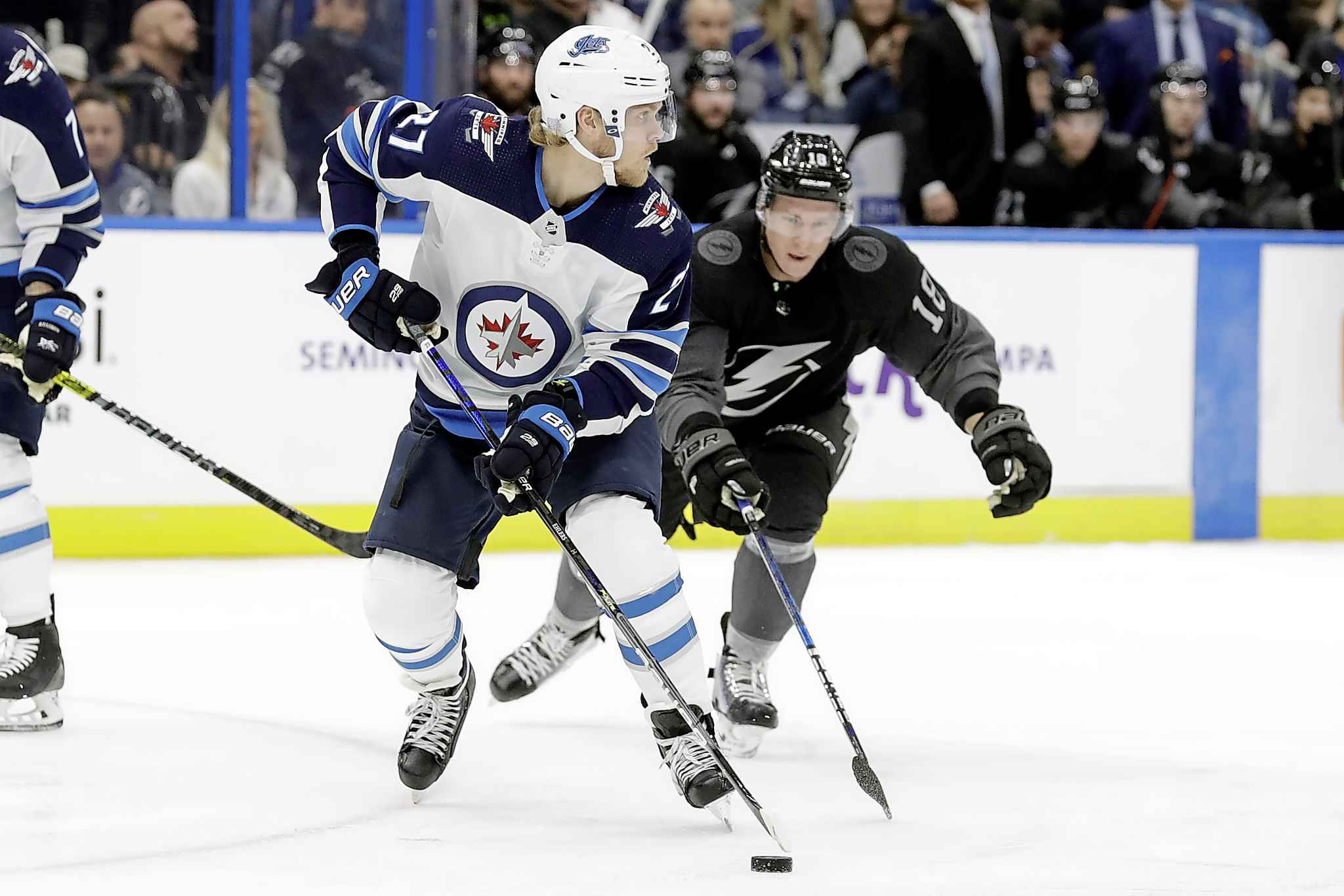 Jets keep Lightning at bay with 4-3 win