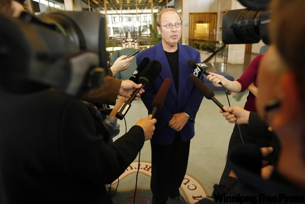 Mayor Sam Katz says he hopes to begin search for new water-park builder in early June.
