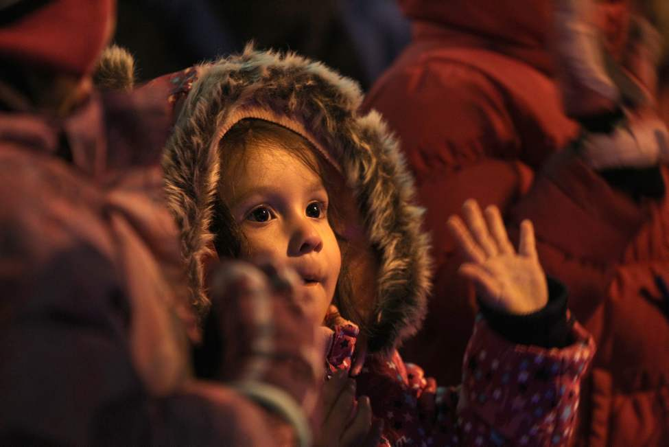 Two-year-old Brooklyn Flett  is wowed by the passing floats.   (Ruth Bonneville/Winnipeg Free Press)