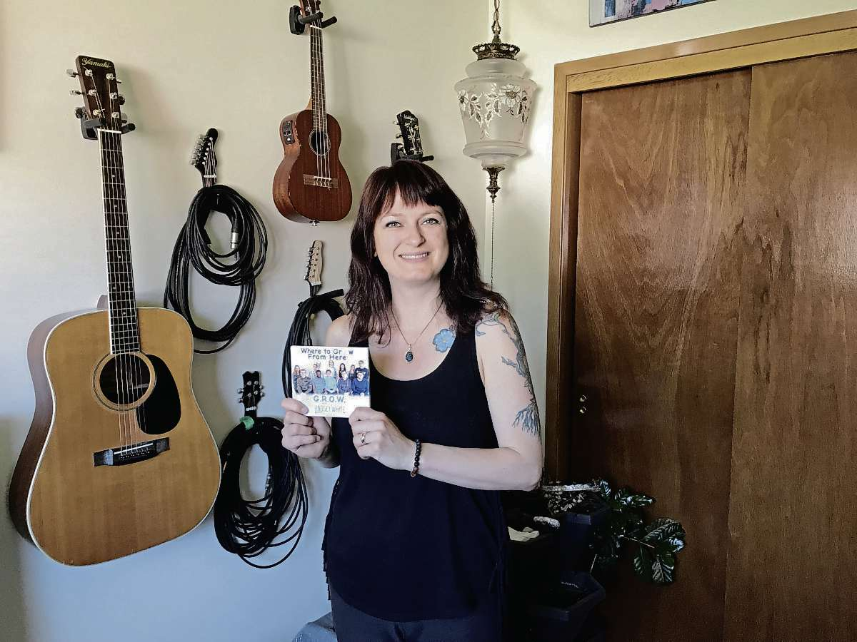 East Kildonan musician Lindsey White worked with participants at Gaining Resources Our Way Inc. (GROW) to write and record an album of original music. (SHELDON BIRNIE/CANSTAR/THE HERALD)