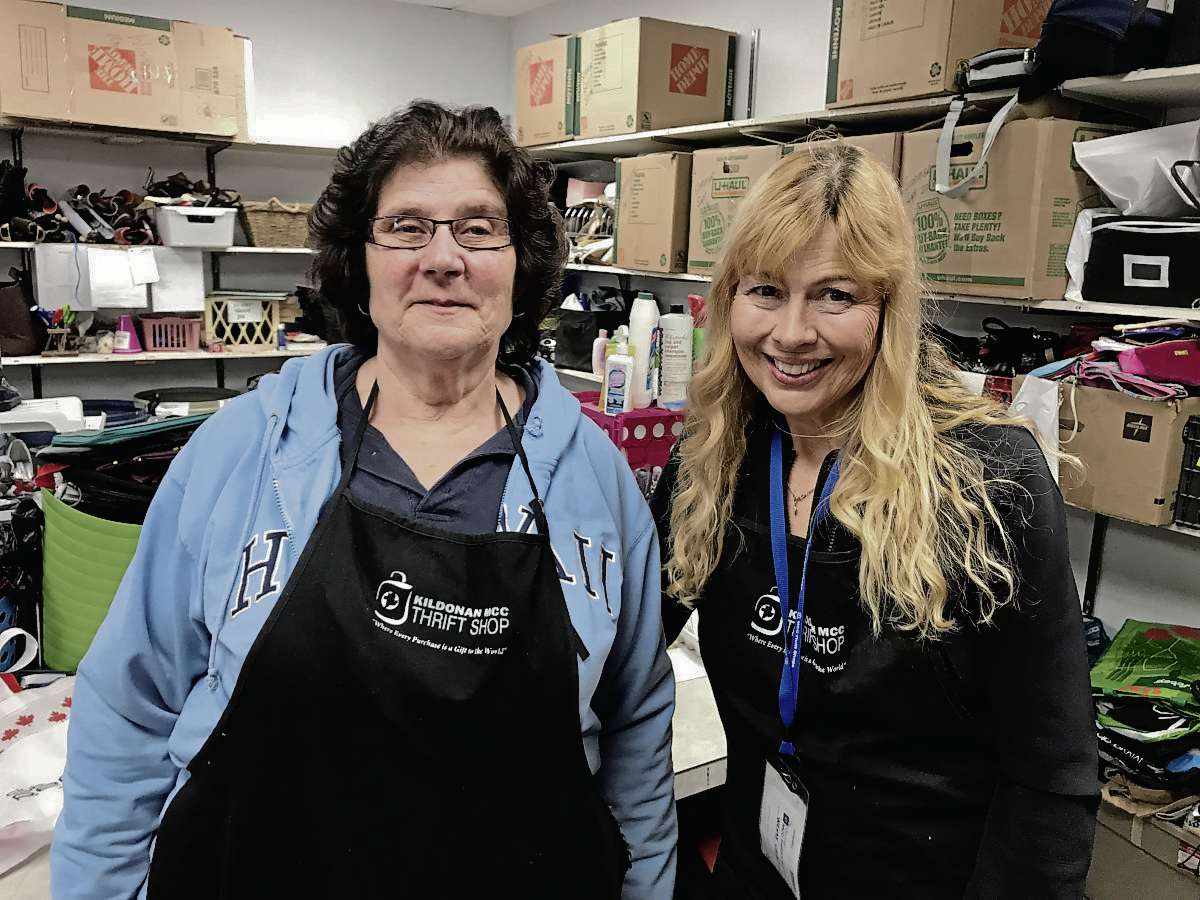 Alvina Klassen (left) and Wendy Caughlin are longtime volunteers at the Kildonan MCC Thrift Shop (445 Chalmers Ave.) who have seen an uptick in donations this year. (SHELDON BIRNIE/CANSTAR/THE HERALD)