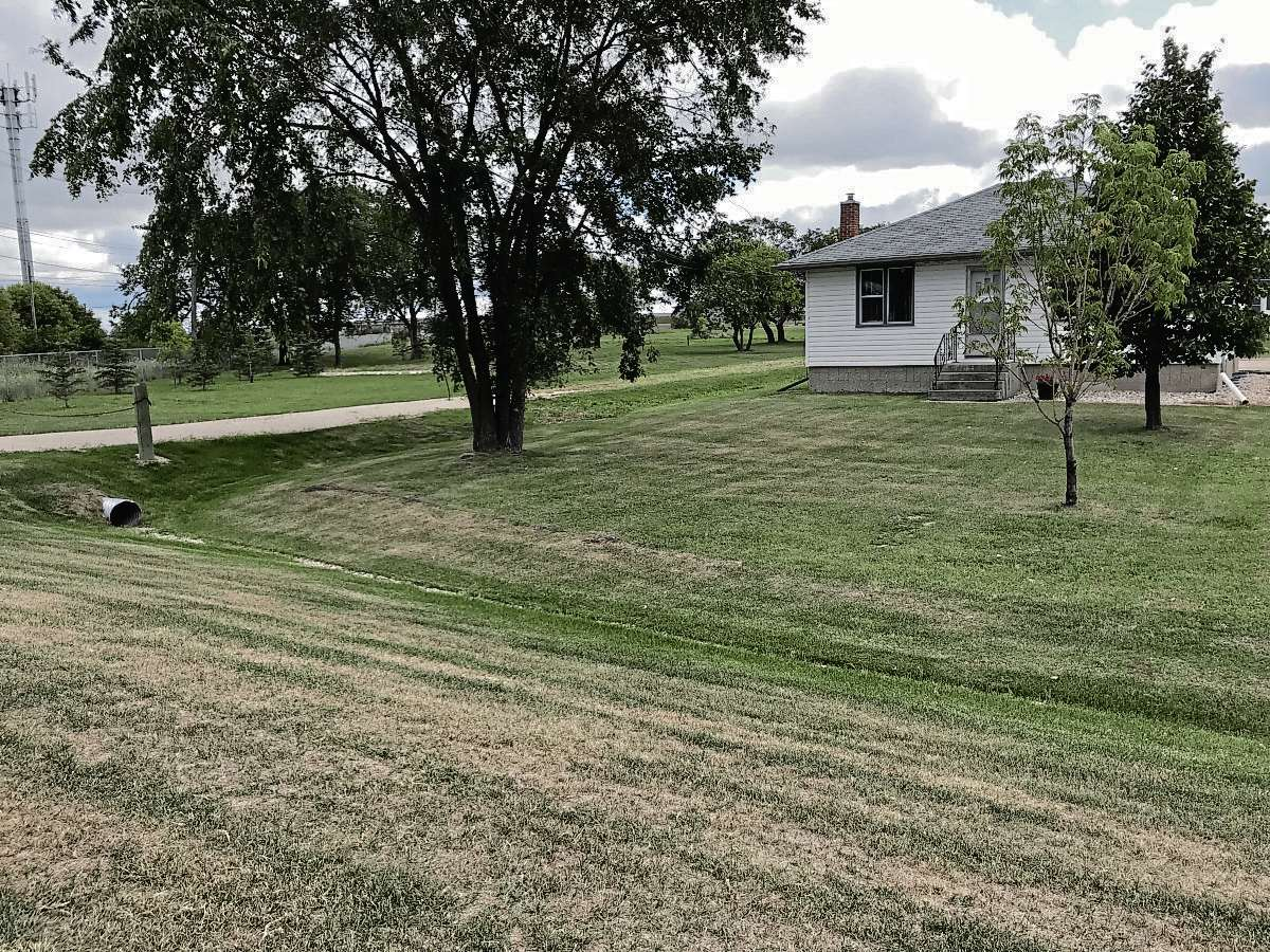Plans for four multi-family dwellings on this property at 861 Panet Rd. were approved by the East Kildonan-Transcona Community Committee on Aug. 16. The land is currently zoned for an educational institution, which allows for multi-family development. (SHELDON BIRNIE/CANSTAR/THE HERALD)