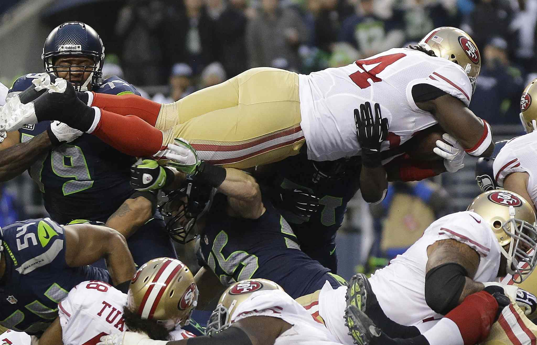 49ers' Anthony Dixon dives into the end zone.