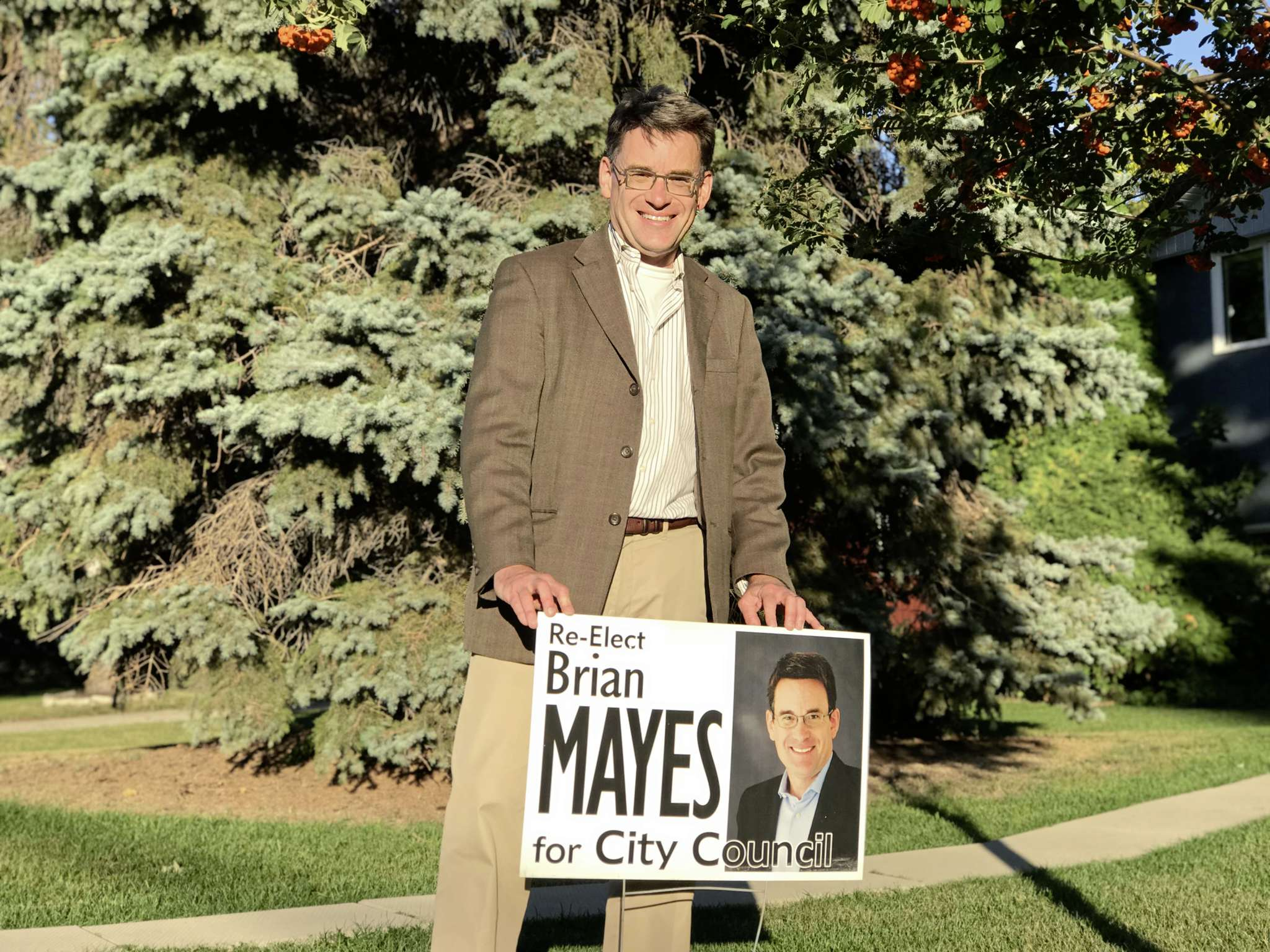 Coun. Brian Mayes (St. Vital) is pictured during his election campaign in St. Vital.