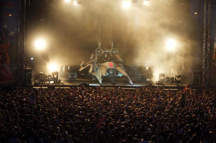 The Full Flex Express Tour, featuring Skrillex, took over Shaw Park Wednesday. (Boris Minkevich / Winnipeg Free Press)