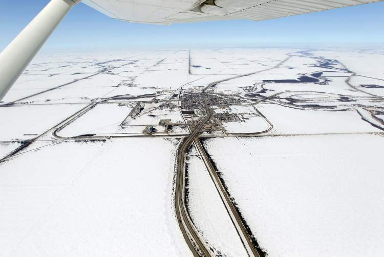 Aerial photo of Morris, MB, April 10, 2013.  (BORIS MINKEVICH / WINNIPEG FREE PRESS)