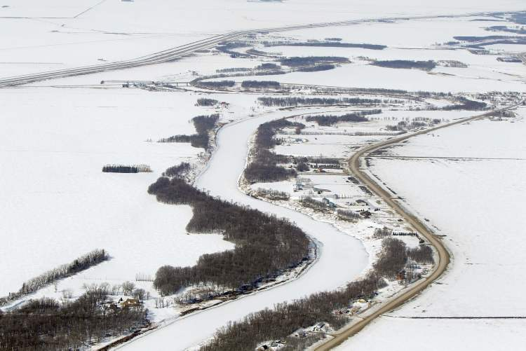 Aerial photo of the Red River north of Morris, April 10, 2013.  (Boris Minkevich / Winnipeg Free Press)