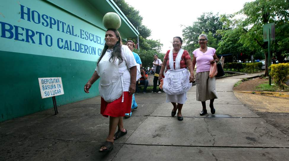 Family (some bearing gifts) arrive at Managua's Hospital Escuelda, Dr. Roberto Caulderon Gutierrez. THey provide not only moral support but food, care and everything from showers to clean sheets. (Phil Hossack / Winnipeg Free Press)