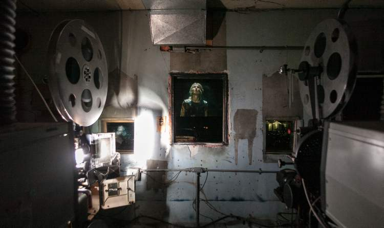 The Stardust Drive-In projectors use giant incandescent bulbs to light the film. (Melissa Tait / Winnipeg Free Press)