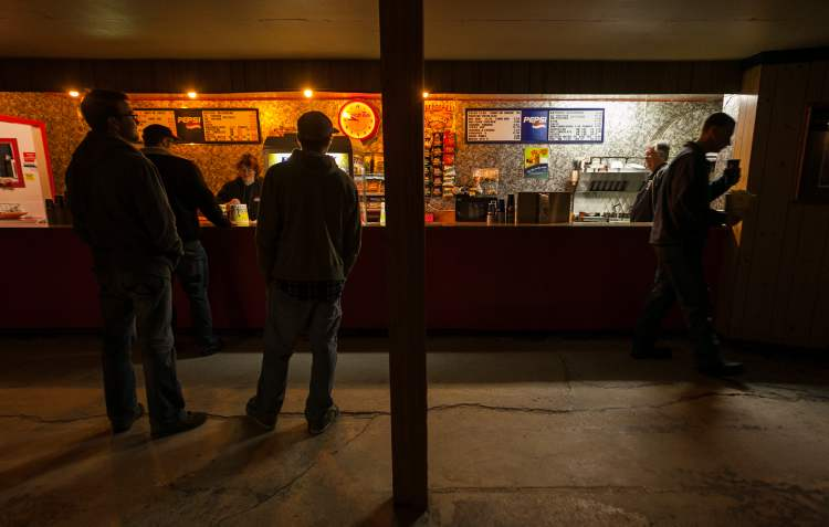 Visitors line up for popcorn and snacks at the Stardust Drive-In in Morden. (Melissa Tait / Winnipeg Free Press)