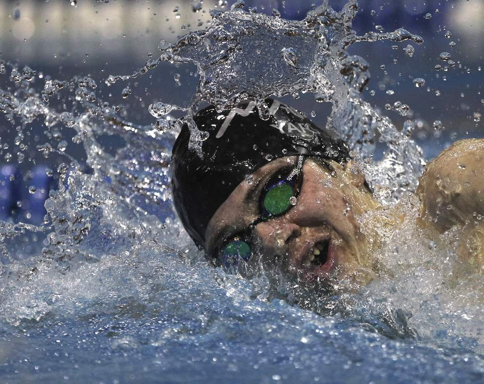 Wyatt Yarish (Manta) pushes water in the  16 & over A final of the  400m freestyle  with a time of 4:01.90 and a first place finish.   (JOE BRYKSA / WINNIPEG FREE PRESS)